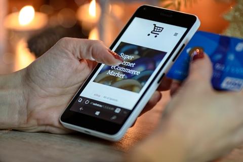 turboly-Dampak E-Commerce Pada Penjualan Retail